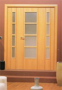 hueco de puerta con dos fijos a los lados ideal para salones amplios stok en madera de haya vaporizada y cerezo